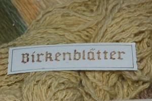 Betula pendula, Birke, gefärbte Wolle